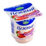 Йогуртный продукт НЕЖНЫЙ 5% сливочный с соком клубники, 110г