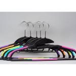 Плечики пластиковые черные с цветным